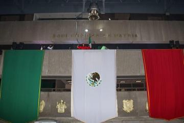 Alcaldesa Karla Ruiz Macfarland da el grito de independencia de...