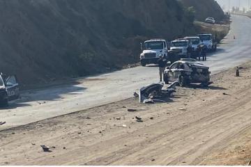 Camión de carga impacta contra 5 patrullas municipales en Tijuana