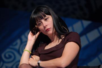 Escritora Wendy Guerra, reta a AMLO a vivir 15 días en Cuba