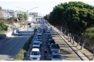 Largas filas para cruzar por San Ysidro incrementan tráfico en...