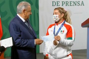 CONADE entrega 110 millones de pesos a atletas de Tokio 2020