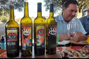 Rodrigo Wise firma etiqueta de vinos  de Casa Veramendi en Baja...