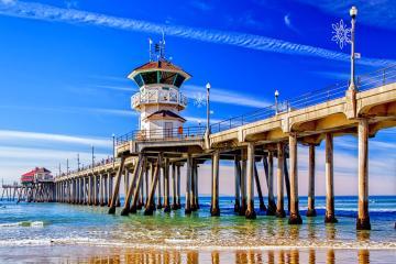 Reabren playas en Hungtington Beach, California, tras derrame de...