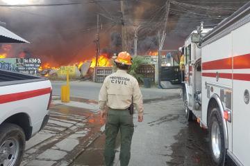 Se desatan incendios en Tijuana por vientos de Santa Ana