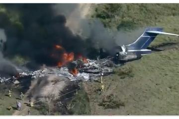 Jet se estrella con 21 personas abordo en Texas