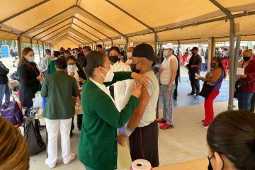 Reanudan vacunación de primeras dosis contra el Covid-19 en Baja...