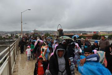 Caravana migrante se impone ante Guardia Nacional y se encamina al...