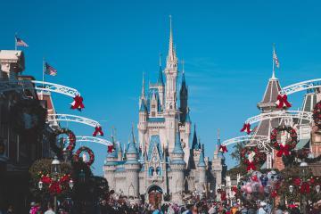 Aumentan precios de Disneyland en un 8% antes de reapertura fronteriza