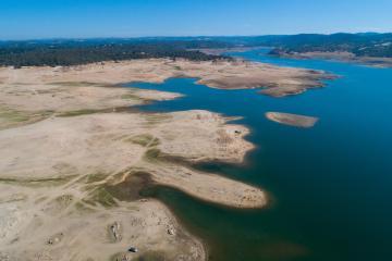 Sequía en California podría imponer restricciones obligatorias en...