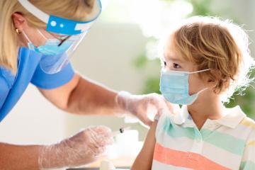 Estados Unidos no exigirá vacunación contra covid-19 a menores de...