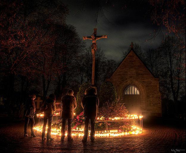 Luteranos suecos celebrando el Halloween en el 2007 http://en.wikipedia.org/wiki/File:Halloween_Sweden.png