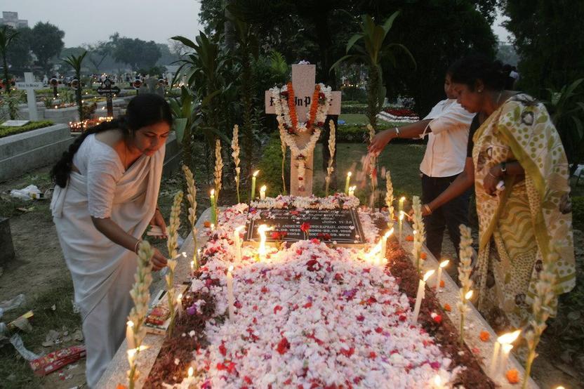 Cristianos en India celebrando el Halloween http://en.wikipedia.org/wiki/File:Halloween_India.jpg
