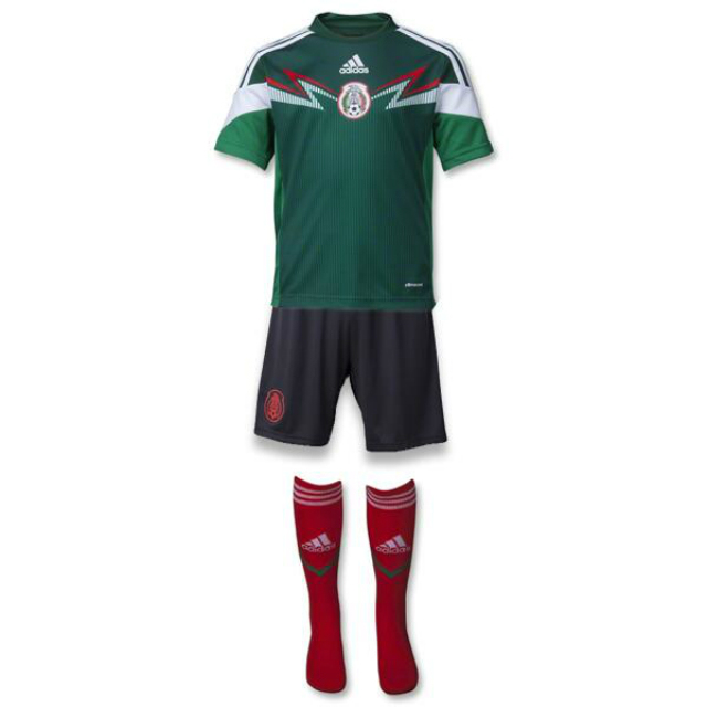 ... aunque en el caso de selecciones como México o Uruguay por mencionar  algunos continuaron usando sus colores tradicionales en todo el uniforme. 5b852c7fba7c7