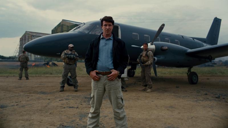 Aidan Gillen en El Caballero de la Noche Asciende. Nunca te metas con un tipo que parece tu tío... ¡No es cierto! Lo puedes tirar de un avión.