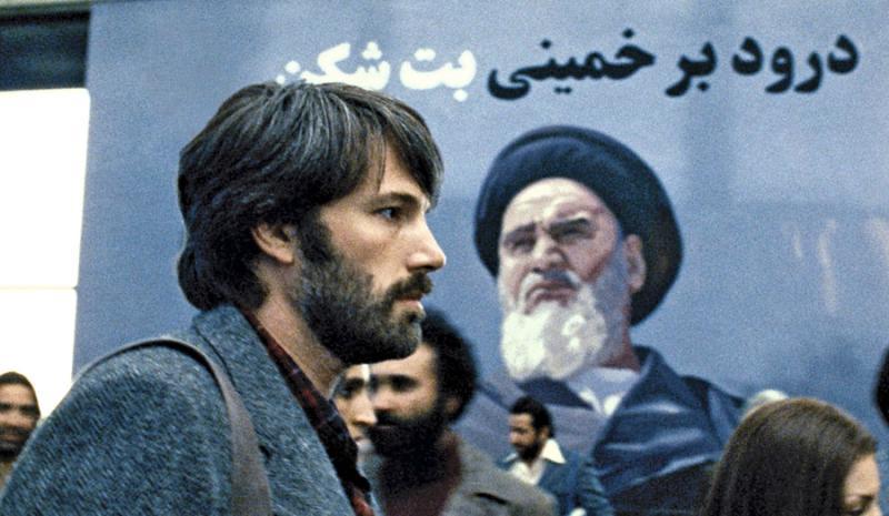 Ben Affleck en Argo. Jugando un tanto con la historia real, Affleck interpreta al agente de la CIA responsable de salvar a 6 americanos durante la crisis de Iran en 1980.
