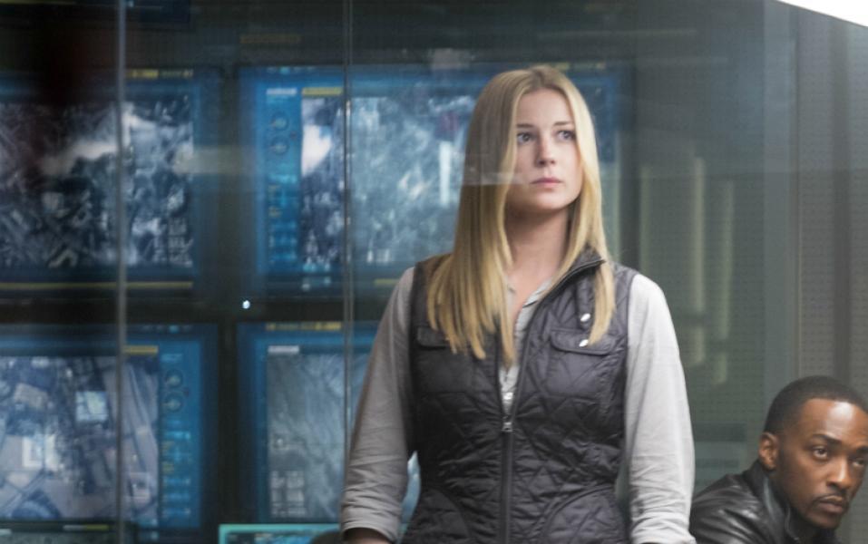 Emily VanCamp en Capitán América Civil War. Después de dejar S.H.I.E.L.D. y unirse a la CIA, Sharon Carter es asignada al grupo encargado de atrapar al Soldado del Invierno.