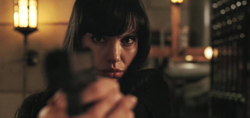 Angelina Jolie en Salt.  Evelyn Salt es una espía de la CIA acusada de trabajar para la KGB... ¿o era al revés?