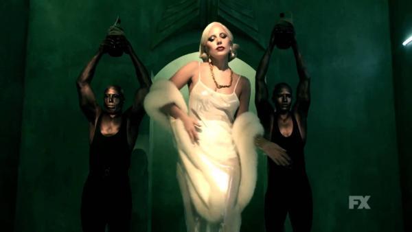 Lady Gaga en un promocional de American Horror Story: Hotel