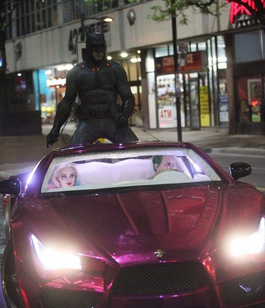 Margot Robbie y Jared Leto durante la filmación de la escena de la persecución