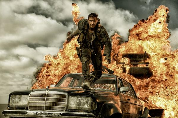 Tom Hardy en un fotograma de Mad Max: furia en el camino