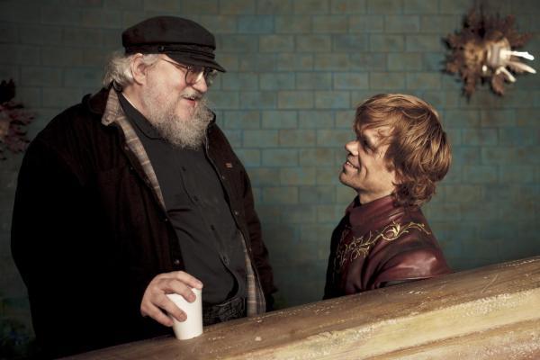 Martin junto a uno de sus personajes favoritos: Tyrion Lannister