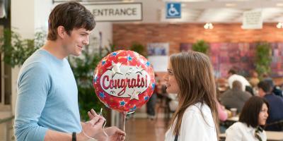 Ashton Kutcher responde a la crítica de Natalie Portman por la diferencia salarial en Hollywood