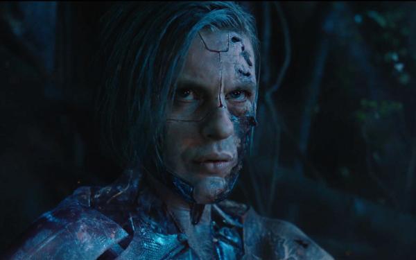 Michael Pitt como Kuze