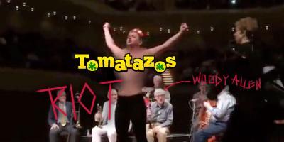 Woody Allen: feministas encueradas irrumpen en su concierto de jazz