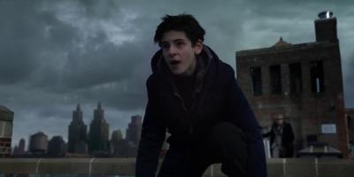 Gotham: un nuevo adelanto presenta el Batitraje del joven Bruce Wayne