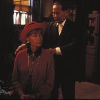 Mia Farrow and Keye Luke in Alice (1990)