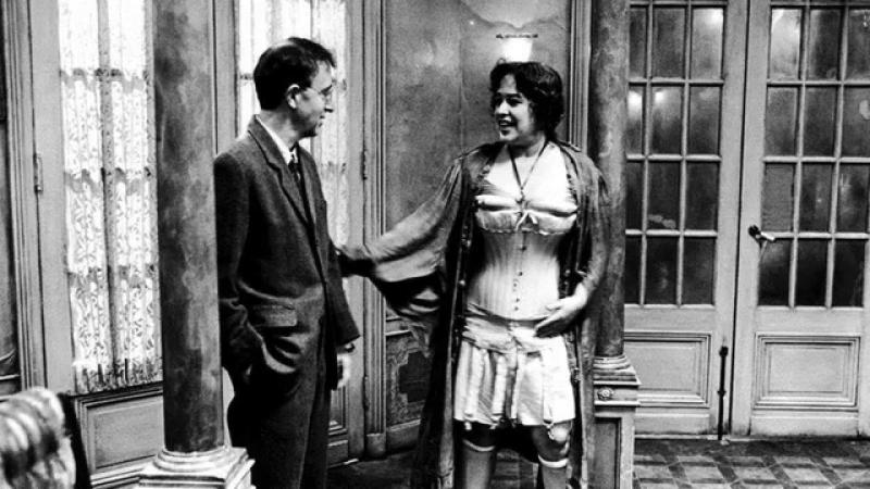 Woody Allen and Kathy Bates in Shadows and Fog (1991)