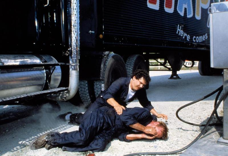Larry Parks and J.C. Quinn in Maximum Overdrive (1986)