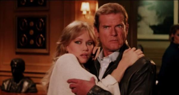 007: En la mira de los asesinos - Tráiler Oficial