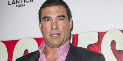 Eduardo Yáñez cachetea a reportero por pregunta incómoda y lo manda al hospital