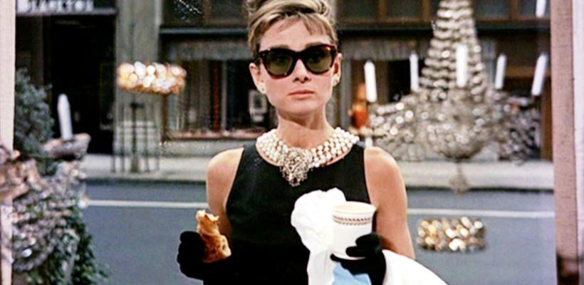 ¡Ya puedes desayunar en Tiffany como lo hacía Audrey Hepburn en una de sus películas más emblemáticas!