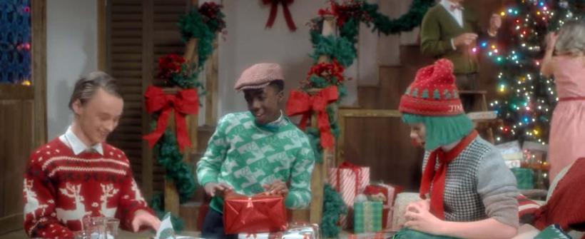 Sia - Santas Coming For Us