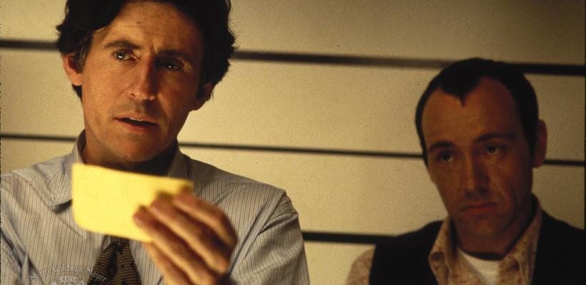 Gabriel Byrne afirma que el comportamiento de Kevin Spacey afectó la filmación de Sospechosos Comunes