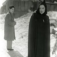Setsuko Hara y Masayuki Mori en El idiota (1951)
