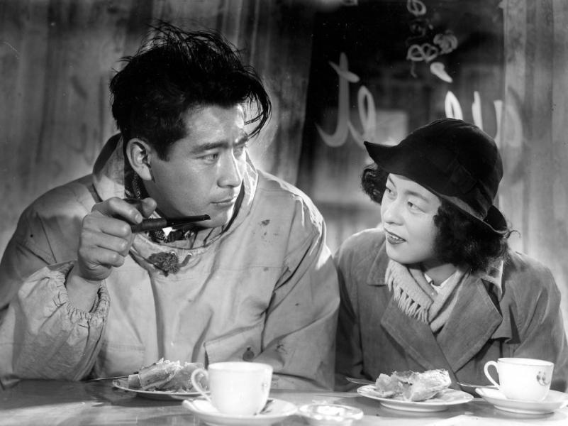 Toshirô Mifune y Noriko Sengoku en Escándalo (1950)