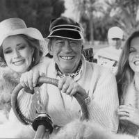 John Huston, Kim OBrien y Candice Rialson en Trafico de Poder (1979)