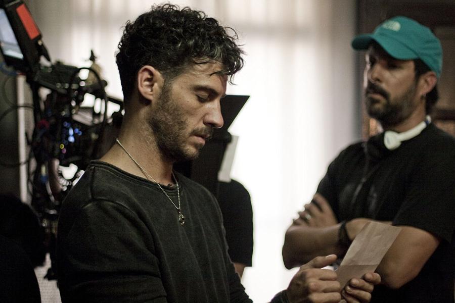 Erick Elias y Chava Cartas En Los Inquilinos (2018)