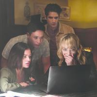 Tyler Posey, Lucy Hale, Hayden Szeto y Violett Beane  en Verdad o Reto (2018)
