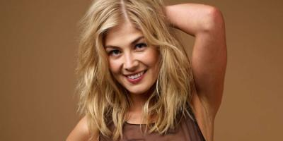 Rosamund Pike dice que James Bond no debe ser interpretado por una mujer