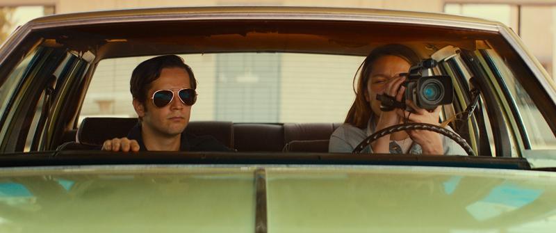 Michael Angarano y Melissa Benoist en Sun Dogs (2017)