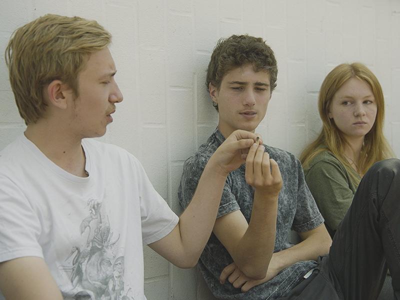 Lena Suijkerbuijk, Loïc Bellemans y Luka Mortier in Home (2016)