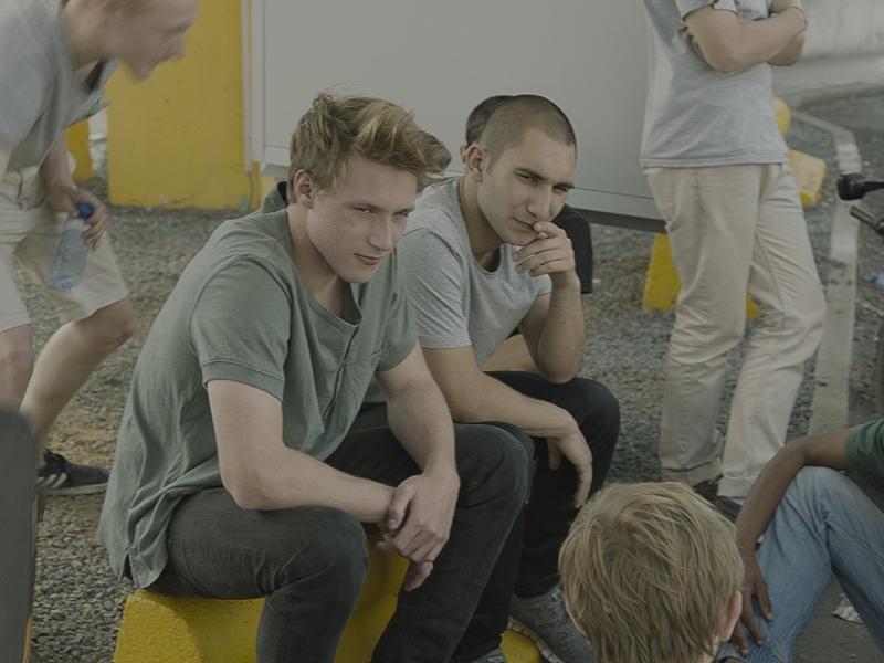 Yavuz Saçikara y Sebastian Van Dun en Home (2016)