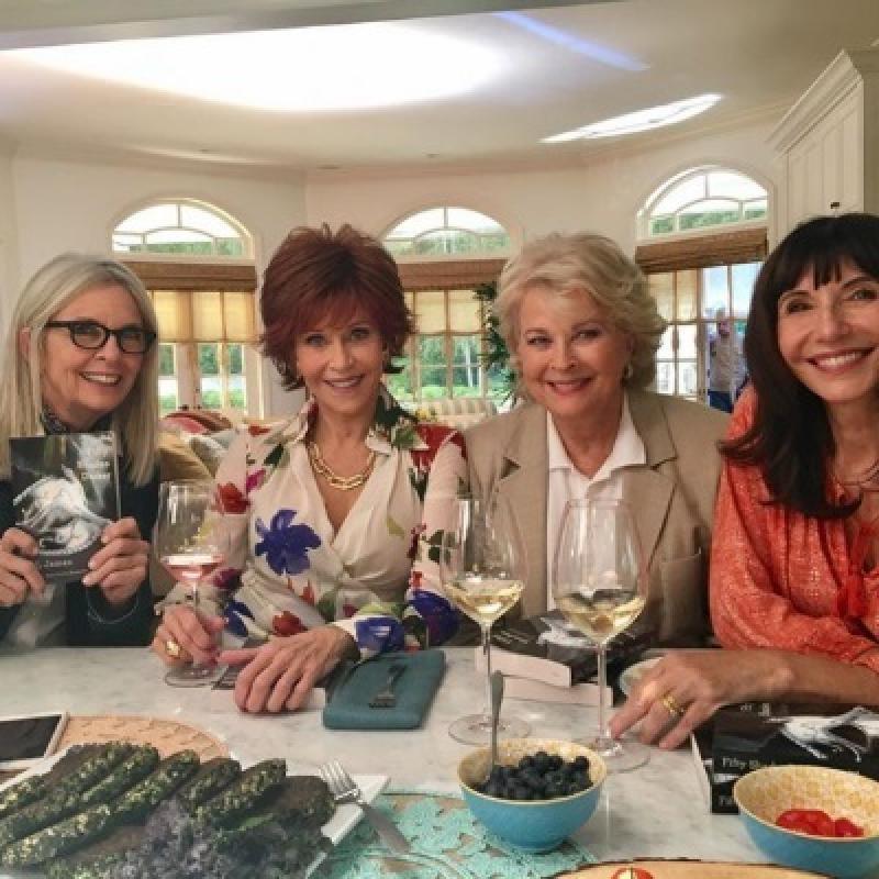 Candice Bergen, Jane Fonda, Diane Keaton y Mary Steenburge en Cuando Ellas Quieren (2018)