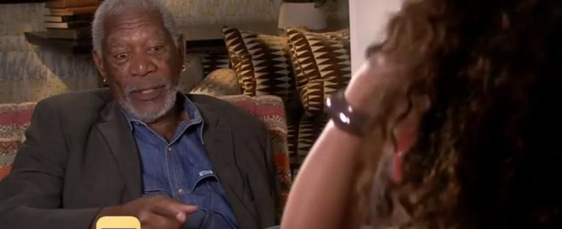 Morgan Freeman acosando a dos reporteras