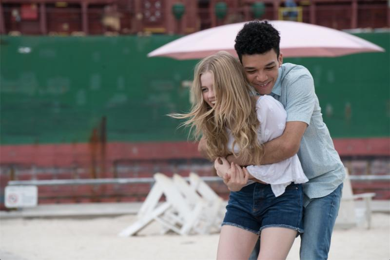 Angourie Rice  y Justice Smith en Cada Día (2018)