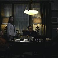 Gabriel Byrne, Toni Collette y Alex Wolff en El Legado del Diablo (2018)